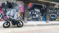 BANGUNAN di Jalan Sahadewa yang mendapatkan sentuhan seni. Foto: gay