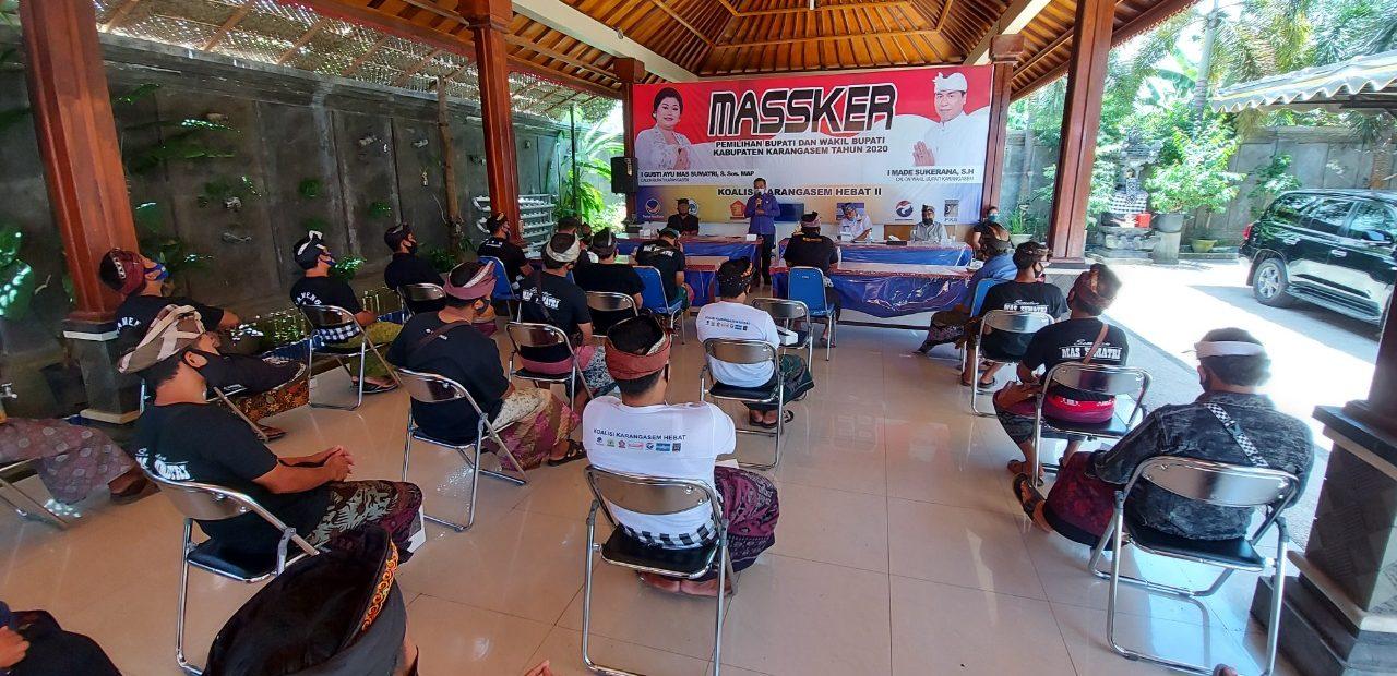 PARA anggota Gerakan Pemuda Marhaen (GPM) menyatakan mendukung paket Massker di Pilkada Karangasem 2020, Selasa (6/10/2020). Foto: Ist