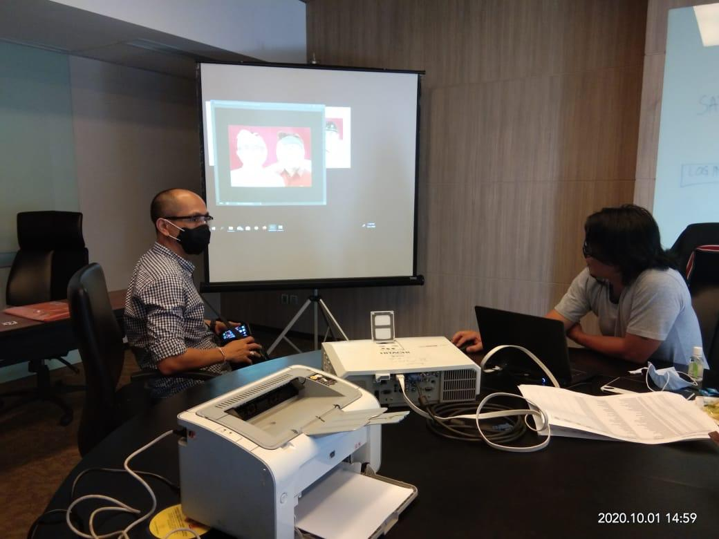 I Wayan Arsajaya (kiri) saat konsultasi desain surat suara di KPU RI. Foto: ist