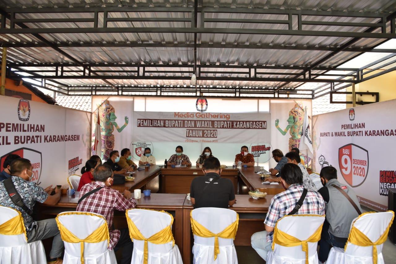 RIUNG media yang diselenggarakan KPU Karangasem dengan salah satu topik membincang persiapan Pilkada Karangasem, di tengah adanya proses terhadap Ketua KPU Karangasem di DKPP, Rabu (7/10/2020). Foto: Ist