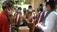 KEMENTERIAN Riset dan Teknologi Badan Riset Inovasi Nasional (Kemenristek BRIN) dan Kementerian Desa, Pembangunan Daerah Tertinggal, dan Transmigrasi (Kemendes PDTT) melihat pengembangan budidaya madu trigona di Lombok Utara. Foto: fik
