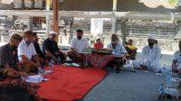 PARUMAN melibatkan prajuru desa adat beserta MDA, Ketua LPLPD dan Penyuluh Agama Hindu, terkait sanksi kasepekang. Foto: nad