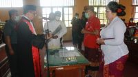 PELANTIKAN I Ketut Suastika sebagai Ketua DPRD Bangli menggantikan I Wayan Diar dalam rapat paripurna istimewa untuk pengambilan sumpah/janji jabatan, Senin (26/10/2020). Foto: gia