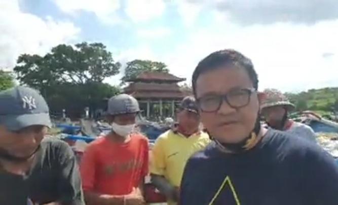 CABUP Tabanan 2020, AA Ngurah Panji Astika, blusukan ke Pantai Yeh Gangga, dan menemui sejumlah nelayan, Kamis (15/10/2020). Foto: ist