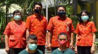 KASEK Wayan Sumiara foto bersama siswa berprestasi didampingi para wakil kepala sekolah. Foto: tra