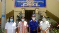SISWA berprestasi SMPN 6 Denpasar, I Kadek Andhika Ary Wiguna, foto bersama wakil kepala sekolah. Foto: ist