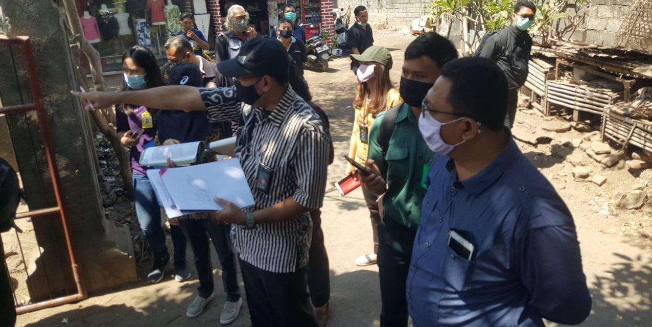 HAKIM PTUN Denpasar menggelar sidang PS di objek sengketa lahan di Desa Bungkulan, Buleleng, Kamis (15/10/2020). Foto: ist