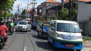 SOSIALISASI dan edukasi menggunakan Mobil Calling di wilayah Kelurahan Panjer, Kota Denpasar, Selasa (20/10/2020). Foto: ist