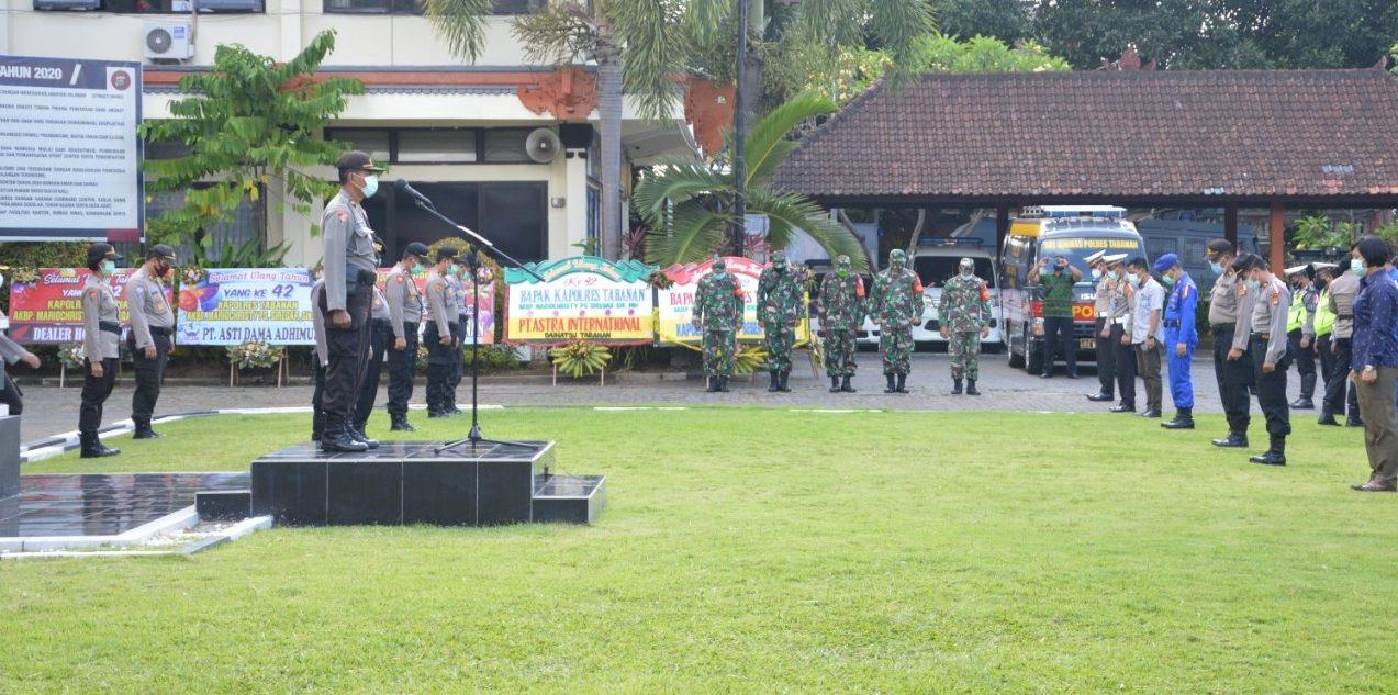 TNI dan Polri terus bergerak bersama untuk mendukung yustisi prokes, dengan diawali apel bersama jajaran Polres Tabanan dan Kodim 1619/Tabanan, Jumat (2/10/2020). Foto: gap