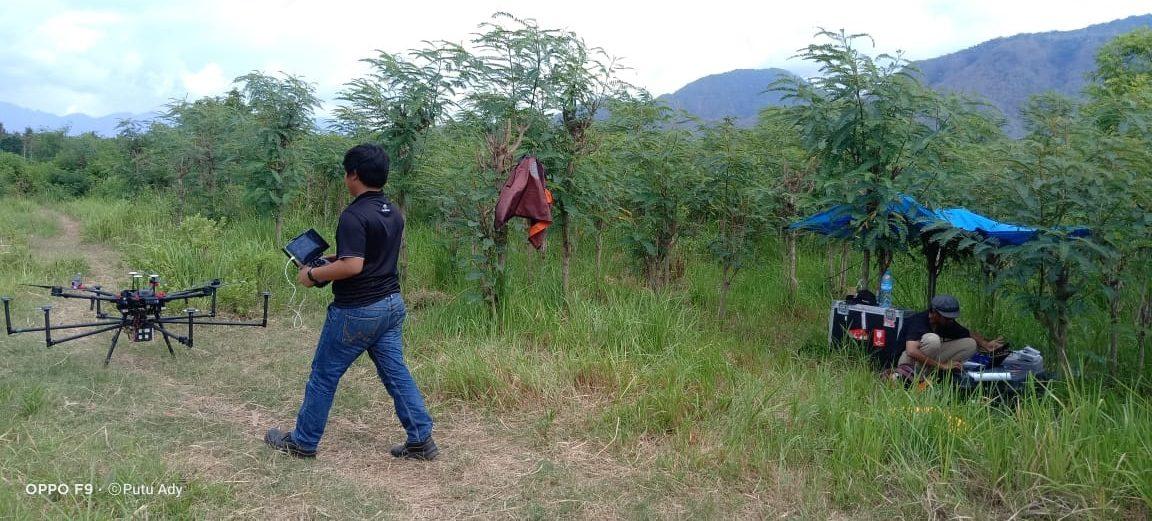 TIM survei lokasi bandara melakukan survei lahan di Desa Sumberklampok, Gerokgak, Buleleng, Kamis (15/10/2020). Foto: rik