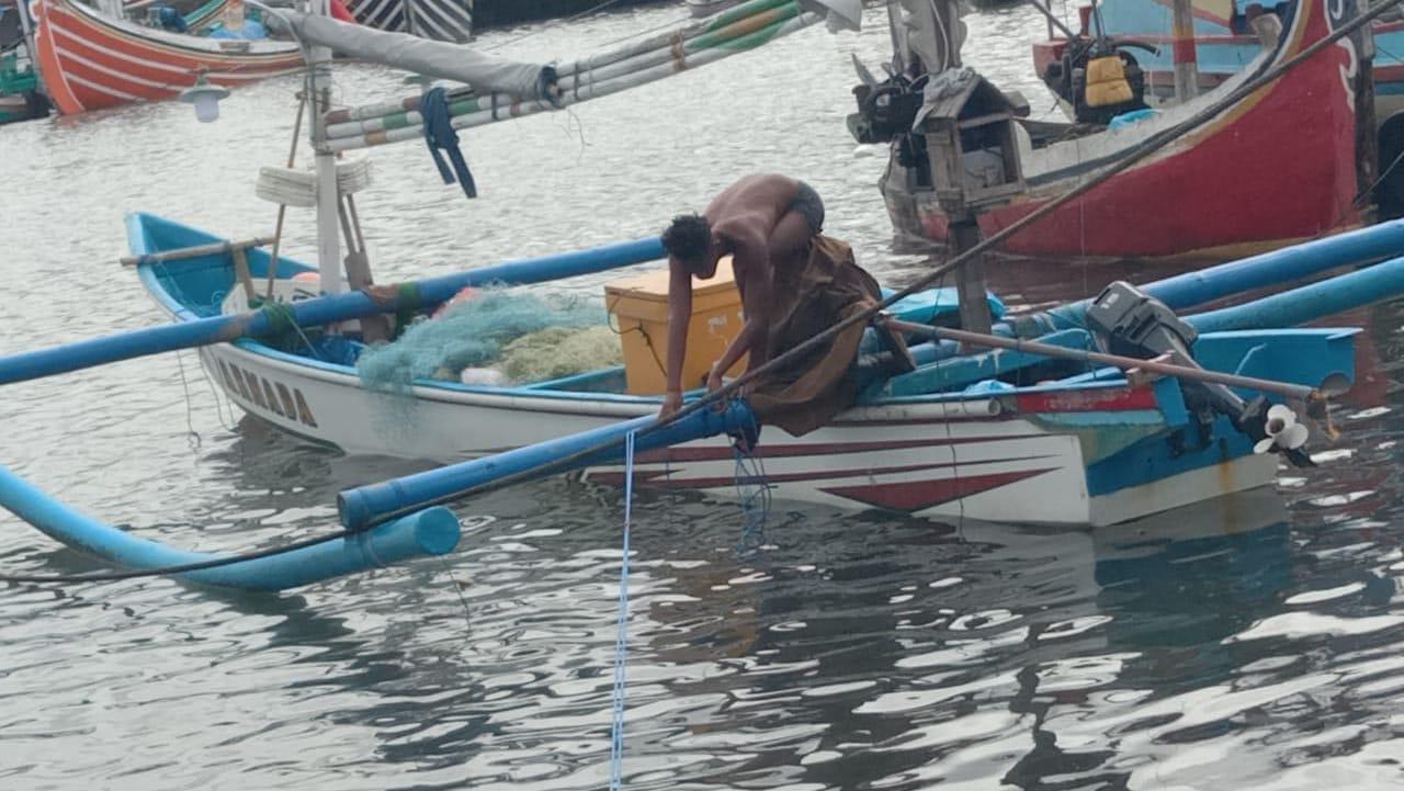 DUA nelayan Kelan yang ditemukan selamat setelah dikabarkan hilang saat melaut. Foto: ist