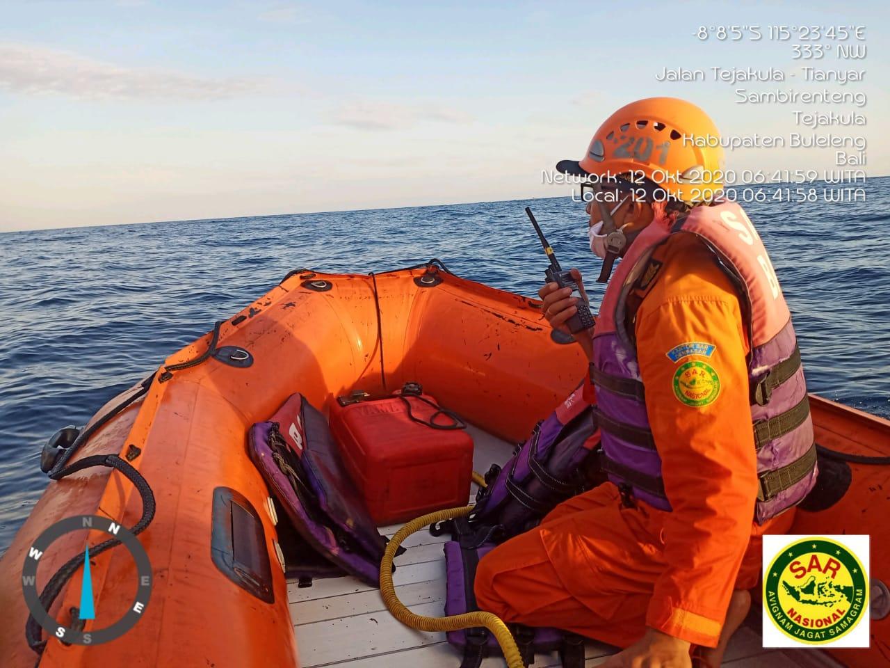 PERSONEL Basarnas Bali melakukan pencarian terhadap nelayan yang hilang di perairan Penuktukan. Foto: ist
