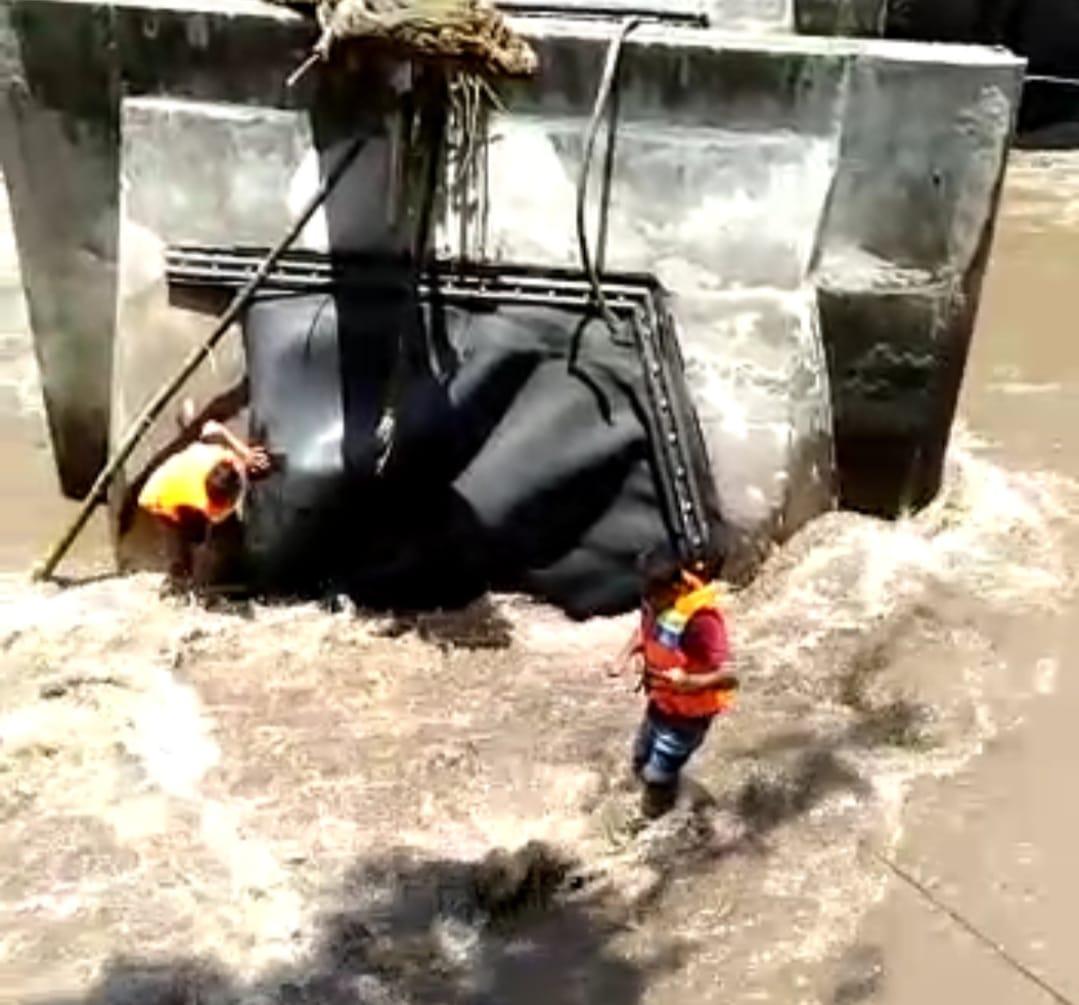 PERBAIKAN Bendungan Perumda Air Minum Tirta Sewaka Dharma pada Minggu (11/10). Foto: ist