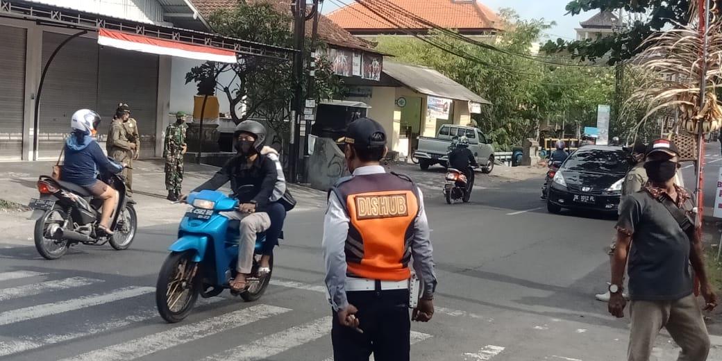 PELAKSANAAN sidak penerapan prokes di wilayah Kelurahan Penatih, Sabtu (3/10/2020). Foto: ist