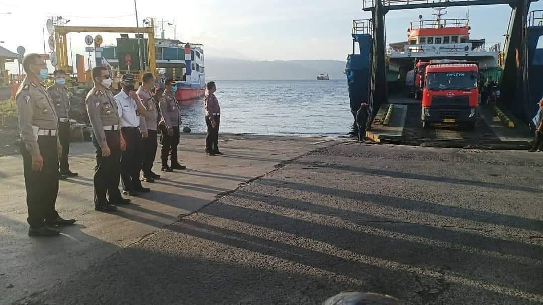 KUNJUNGAN Ditlantas Polda Bali di area Pelabuhan Gilimanuk, Jembrana, Sabtu (24/10/2020). Foto: ist