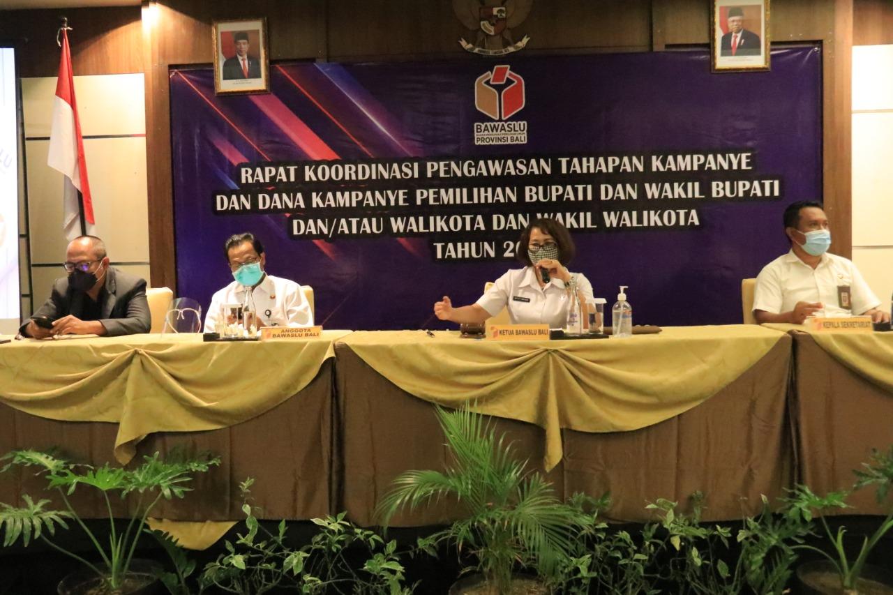 RAPAT koordinasi pengawasan tahapan kampanye Pilkada 2020 oleh Bawaslu Bali dengan jajaran di kabupaten/kota, Kamis (8/10/2020). Foto: Ist