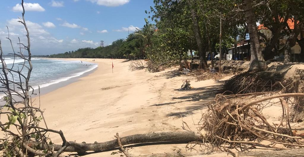 KONDISI abrasi Pantai Kuta yang kian parah. Foto: ist