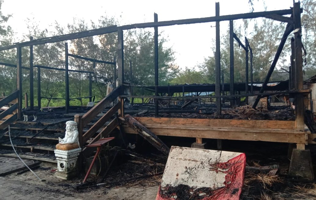 RESTORAN Dream Island, kawasan Pantai Mertasari, Desa Sanur Kauh, Kota Denpasar terbakar pada Selasa (17/11/2020) malam. Tampak puing-puing sisa kebakaran tersebut. Foto: ist