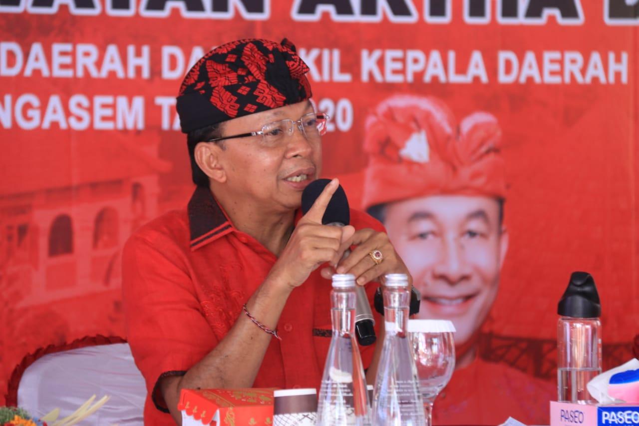 KETUA DPD PDI Perjuangan Provinsi Bali, Wayan Koster, saat menghadiri kampanye Dana-Dipa di Desa Pakraman Pedahan Kubu.