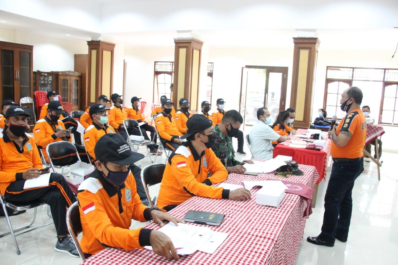 PELAKSANAAN kegiatan pembentukan dan bimtek tanggap bencana di Desa Dauh Puri Kaja, Denpasar, Sabtu (7/11/2020). Foto: ist