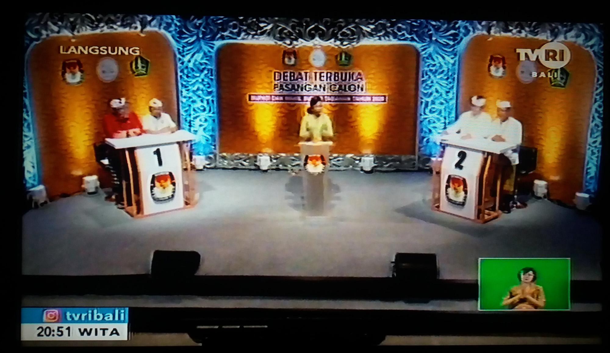 ACARA Debat Terbuka Calon Bupati dan Wakil Bupati Tabanan 2020, yang disiarkan secara langsung di TVRI Bali, Minggu (22/11/2020) malam. Foto: ist