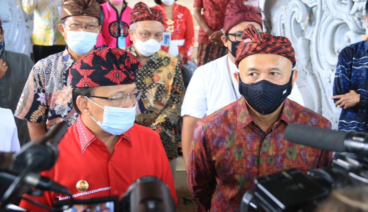 GUBERNUR Koster mendampingi Menteri Koperasi Teten Masduki saat memberikan keterangan pers, Sabtu (14/11/2020). Foto: ist