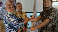 SERAH-TERIMA bendera Hipmi kepada Ketua baru. Foto: fik