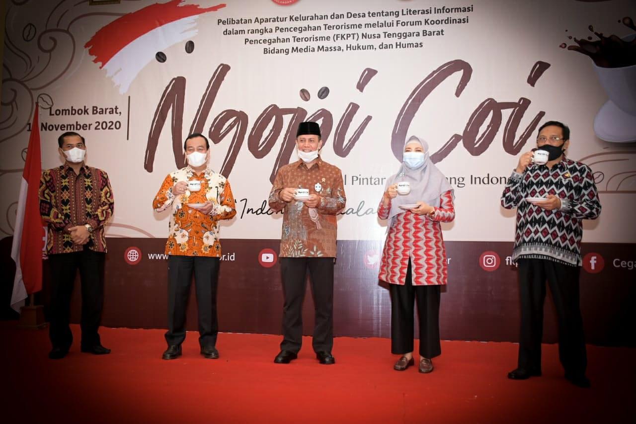 KEPALA BNPT Komjen Pol Boy Rafli Amar bersama Wagub saat menghadiri Ngobrol Pintar Cara Orang Indonesia (Ngopi Coi) di Kawasan Senggigi, Lobar. Foto: ist