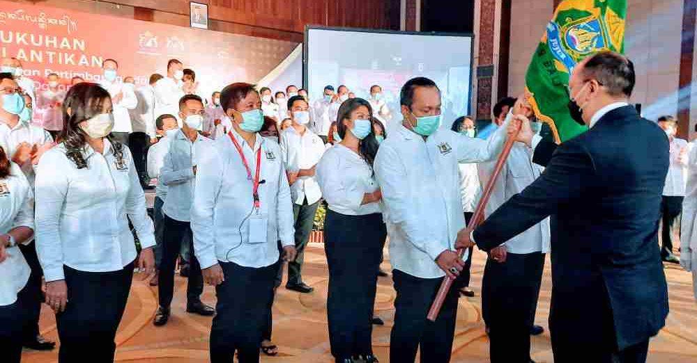KETUM Kadin Indonesia, Rosan P. Roeslani, secara resmi melantik I Made Ariandi sebagai Ketum Kadin Provinsi Bali periode 2020-2025. Foto: nan