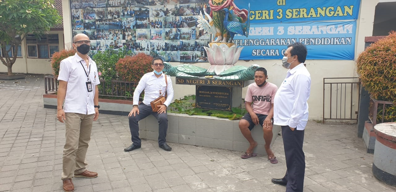 KETUA KPU Denpasar, I Wayan Arsajaya, saat meninjau SDN 3 Serangan yang akan dijadikan lokasi simulasi Pilkada Denpasar 2020, beberapa waktu lalu. Foto: hen