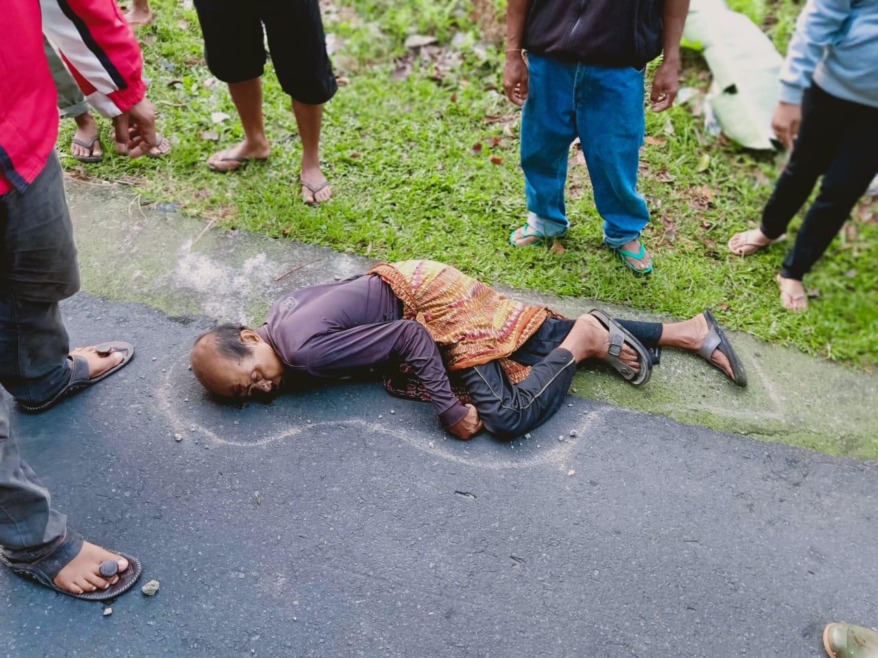 KETUT Ngasti (79) asal Banjar Lumbuan, Desa Sulahan, Kecamatan Susut, Bangli, ditemukan meninggal di pinggir jalan jurusan Bangli-Kayuambua, Selasa (17/11/2020). Foto: ist