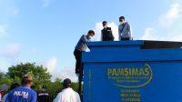 BUPATI Suwirta mengecek Pamsimas di Desa Batukandik, Nusa Penida. Foto: ist