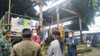 PJS Bupati Karangasem, Wayan Serinah, melakukan sosialisasi penerapan protokol kesehatan di Pasar Abang, Selasa, (24/11/2020). Foto: ist
