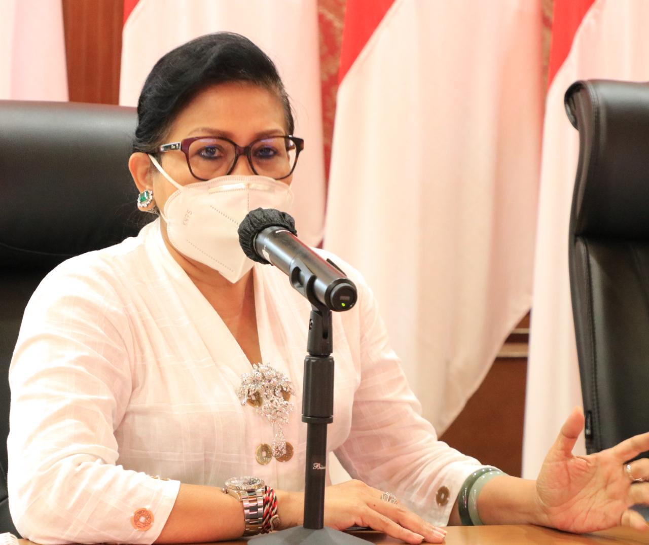MANGGALA Utama Paiketan Krama Istri (Pakis) Bali, Putri Suastini Koster. Foto: ist