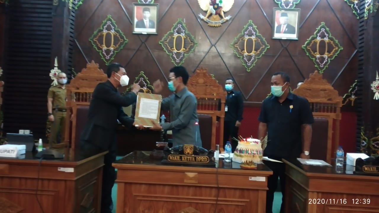 RAPAT paripurna DPRD Karangasem bersama eksekutif, Senin (16/11/2020). Foto: ist