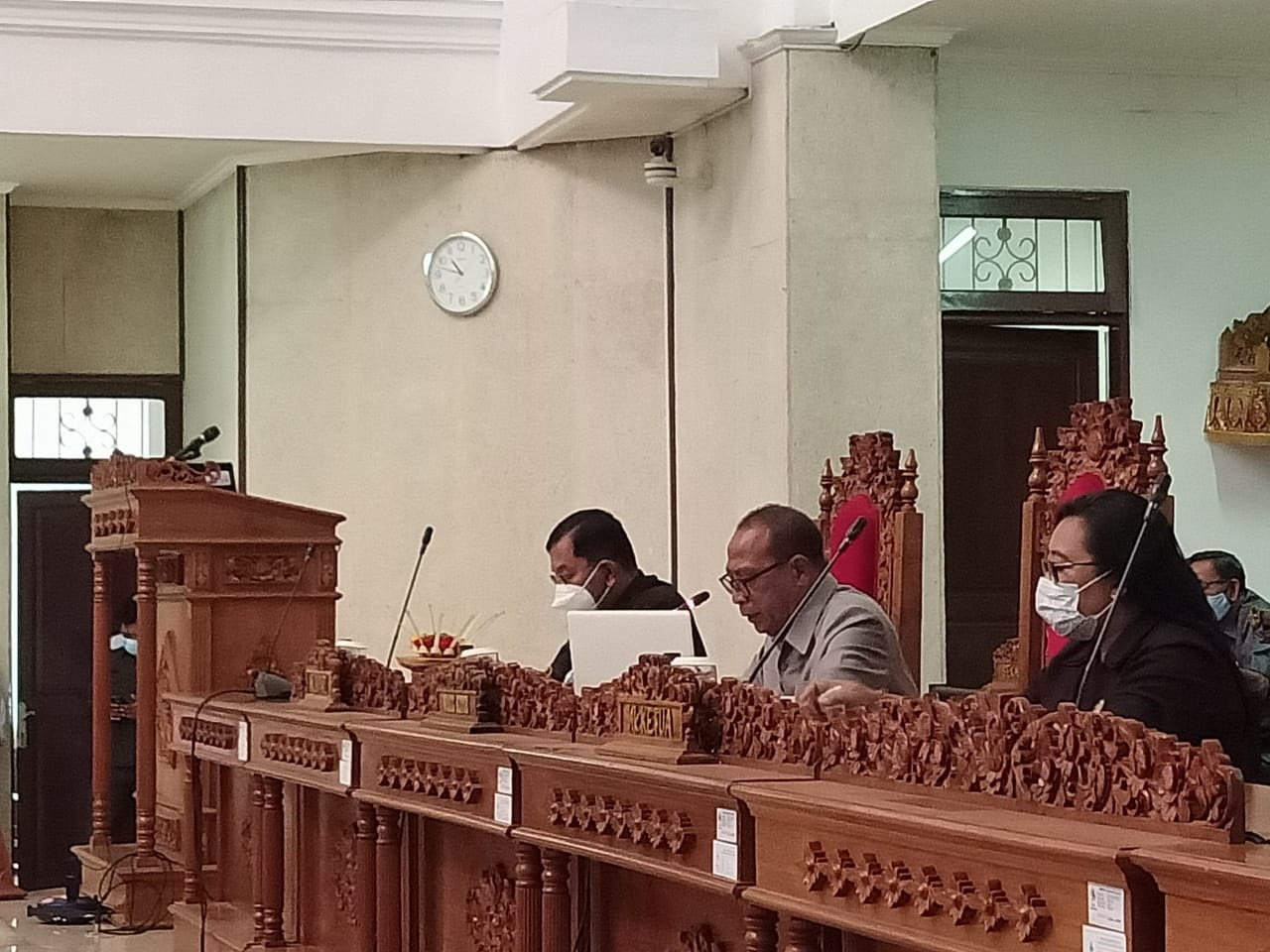 RAPAT Paripurna pandangan umum fraksi-fraksi DPRD Buleleng atas Ranperda Buleleng tentang APBD Tahun Anggaran 2021. Foto: rik