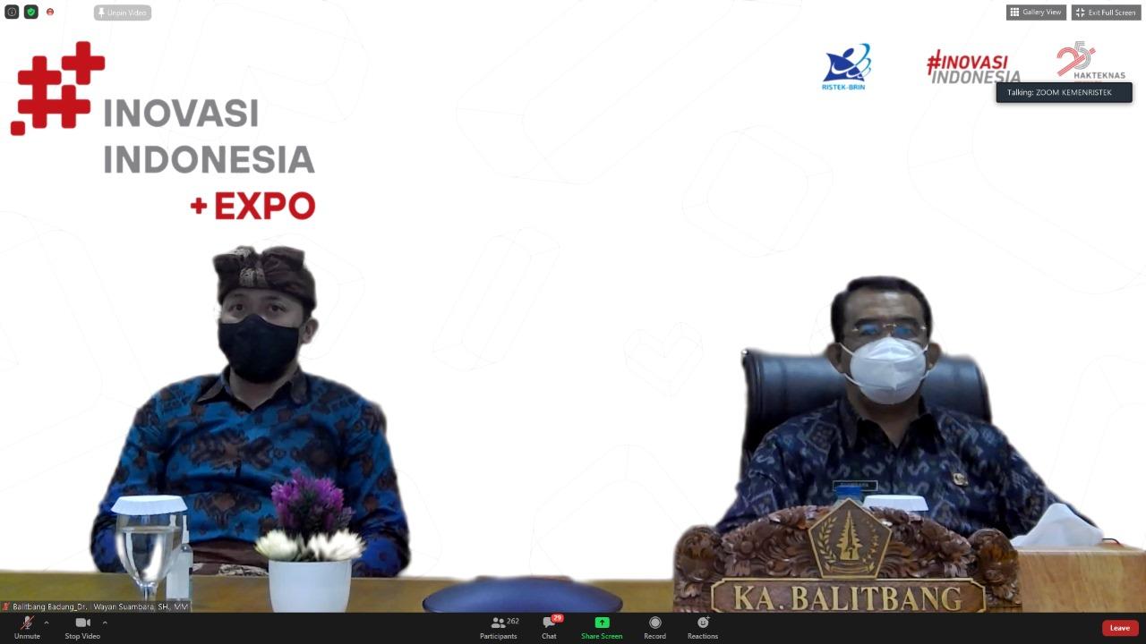 KEPALA Balitbang Kabupaten Badung, I Wayan Suambara; didampingi Anak Agung Gede Agung Rahma Putra saat mengikuti Pembukaan Inovasi Indonesia Expo 2020, Selasa (10/11/2020). Foto: ist