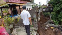 TANAH longsor yang terjadi pada Kamis (26/11/2020), di Banjar Dinas Tanah Sari, Desa Pajahan, Kecamatan Pupuan, dan kondisi terakhir di lokasi tersebut pada Jumat (27/11/2020). Foto: ist