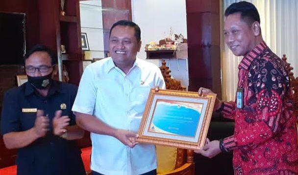 KAKANWIL Dirjen Perbendaharaan Kanwil DJPb Prov Bali, Tri Budhianto; diterima Bupati Gianyar, I Made Mahayastra, didampingi Ketua DPRD Gianyar, Wayan Tagel Winarta. Foto: adi