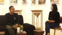 BUILDER Motor Custom Denpasar, Nyoman Gede Sentana Putra, yang lebih akrab disapa Kedux Garag saat menjadi narasumber pada Art and Creative Talk Show serangkaian Denpasar Festival ke-13 Tahun 2020, Jumat (27/11/2020). Foto: ist