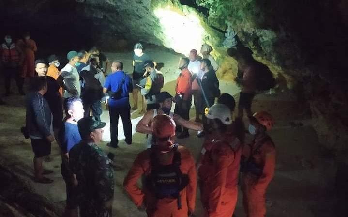 TIM SAR Gabungan menyelamatkan 13 mahasiswa di Pantai Suluban Uluwatu, Kuta Selatan, Badung, pada Sabtu (14/11/2020). Foto: ist