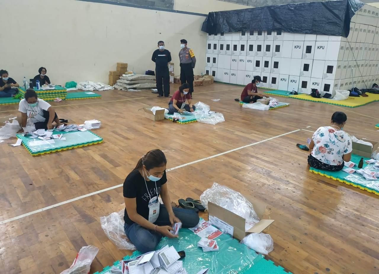 KPU Tabanan menargetkan kegiatan pelipatan surat suara Pilkada Tabanan 2020 bisa rampung pada Senin (16/11/2020). Foto: ist