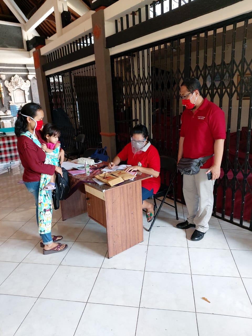 PELAKSANAAN posyandu di Banjar Tegeh Sari, Kelurahan Tonja, Kota Denpasar beberapa waktu lalu. Foto: ist