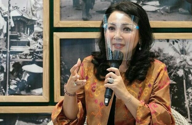 "IA Selly Dharmawijaya Mantra menjadi pembicara pada talkshow bertema ""Harmonisasi Industri Fashion Berbasis Budaya Bali di Era Industri 4.0"" pada Sabtu (26/12/2020). Foto: ist"