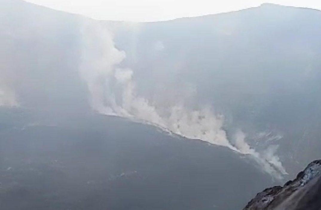 TANGKAPAN video kondisi kawah Gunung Agung, Karangasem yang mengelurkan asap putih. Foto: ist