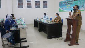 ASISTEN II Setda NTB, Ridwansyah (kanan) saat menyampaikan sambutannya pada LKIR Tahun 2020, Selasa (1/12/2020). Foto: ist