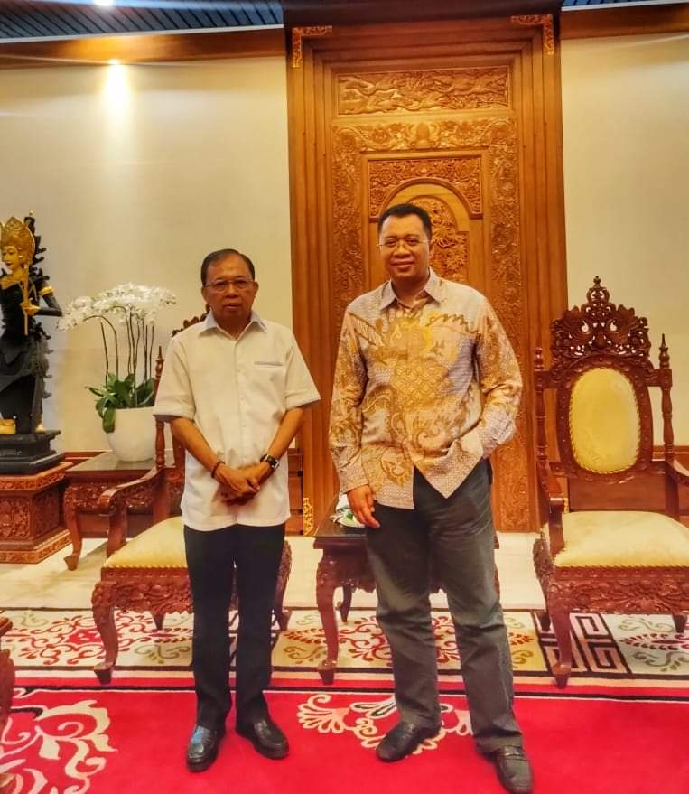 GUBERNUR Bali, Wayan Koster, saat bersama Gubernur NTB Zulkieflimansyah. Foto: ist