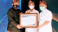 DIREKTUR Utama Bank BPD Bali, I Nyoman Sudharma (tengah) diapit Wakil Gubernur Bali, Tjokorda Oka Artha Ardana Sukawati, M.Si.; dan Kepala KPw BI Bali, Trisno Nugroho (kanan). Foto: ist