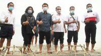 BUPATI Suwirta melalui CTC bekerja sama dengan Kelompok Nuansa Pulau Nusa Penida melakukan adopsi karang solusi lokal di Desa Ped, Nusa Penida, Rabu (2/12/2020). Foto: ist