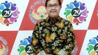 DIREKTUR RS Puri Raharja Denpasar, dr. Bagus Darmayasa, memberi sambutan dalam acara puncak HUT ke-29 RS Puri Raharja Denpasar, Selasa (1/12/2020). Foto: ist
